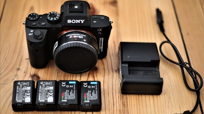 Sony A7s Mark 2 + EF Adapter + 4 Akkus