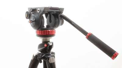 Manfrotto 055XPROB mit Manfrotto MVH502AH Neiger