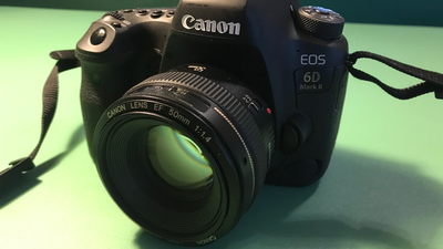 Canon 6D II mit Objektiv