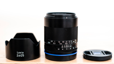 Zeiss Loxia 25 mm / 2,4 / E-Mount / Vollformat / manuell