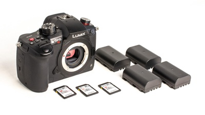 Panasonic GH5s Body inkl. 4 Batterien und 3 128GB SD-Karten