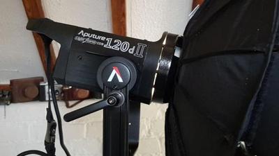 Aputure 120D MKII V Mount inkl. Light Dome
