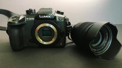 Panasonic Lumix GH5 mit V-log, Kit-Objektiv & Zubehör